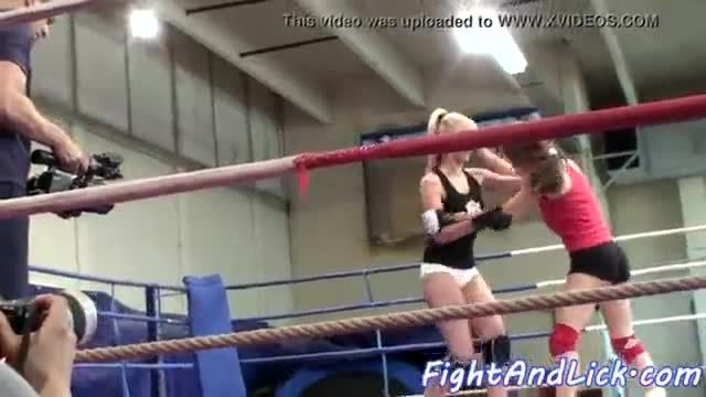 Euro dyke fingerfucked after wrestling